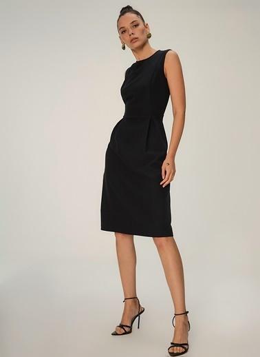 NGSTYLE Pilikaşe Detaylı Midi Elbise Siyah